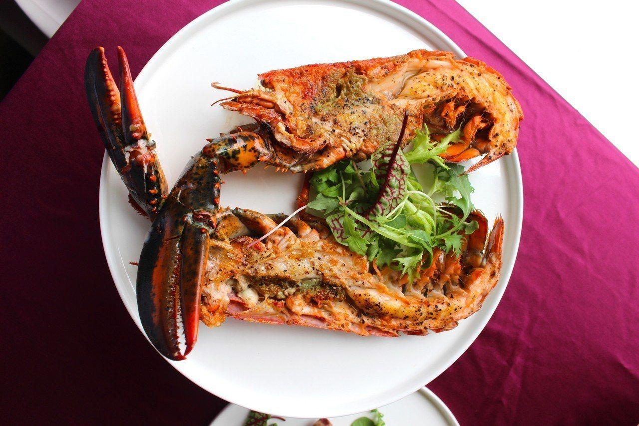 加拿大波士頓龍蝦選用北美加拿大原產的波士頓龍蝦,肉質緊實,鮮甜。灑上海鹽及研磨胡...