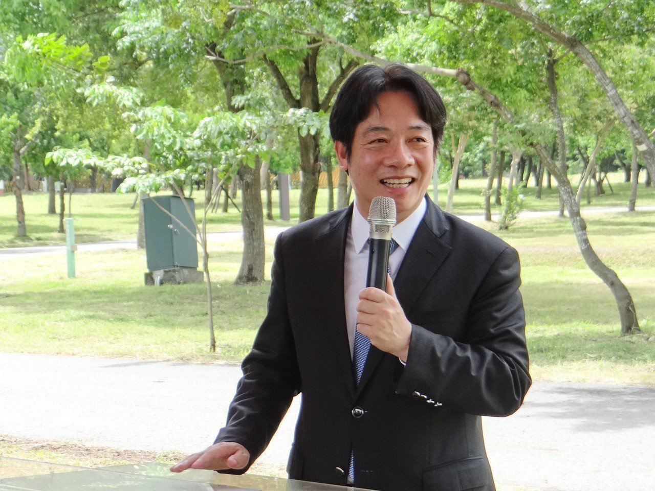 行政院長賴清德受訪時表示,平均薪資是一個經濟指標,他的本意只是要讓社會知道台灣的...