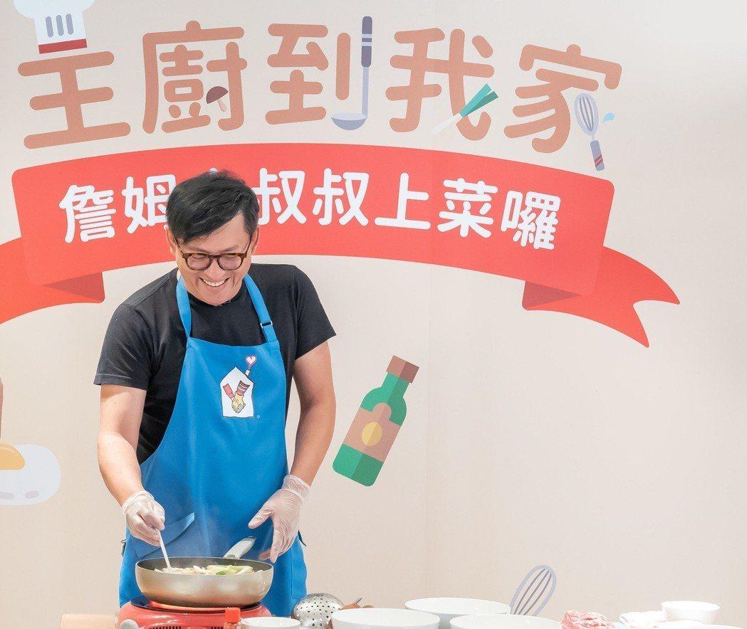 詹姆士攜手分享愛,擔任一日主廚志工。圖/麥當勞叔叔之家提供