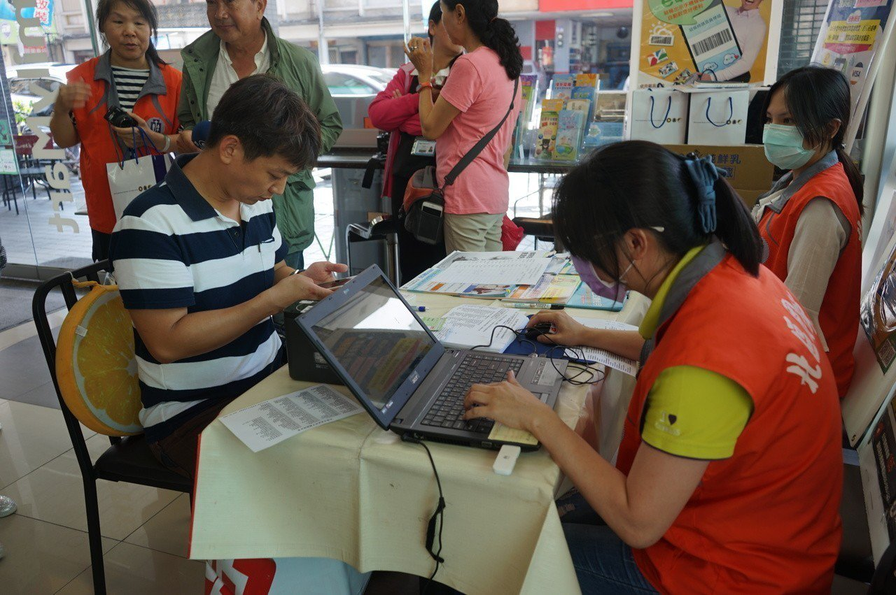 國稅局花蓮分局推動雲端發票,至今有近8800人申辦。記者王燕華/攝影
