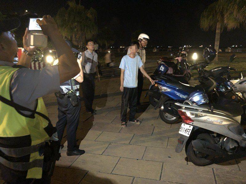 前天晚上警方執行便衣勤務,發現疑似為犯嫌的陳及作案車輛,當場將他帶回製作筆錄。記...