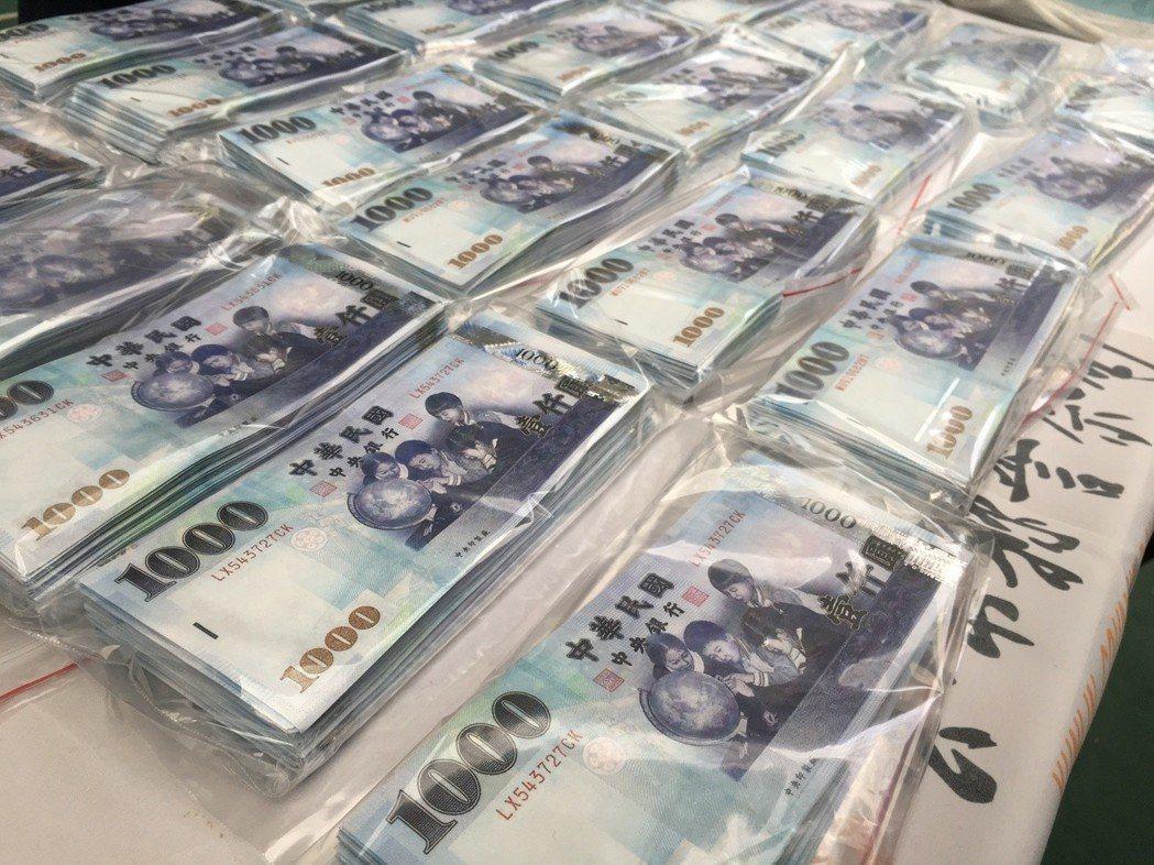新北市小黃運將連姓男子涉多次持千元偽造購物換鈔,新北檢今天聲押獲准。圖/報系資料...