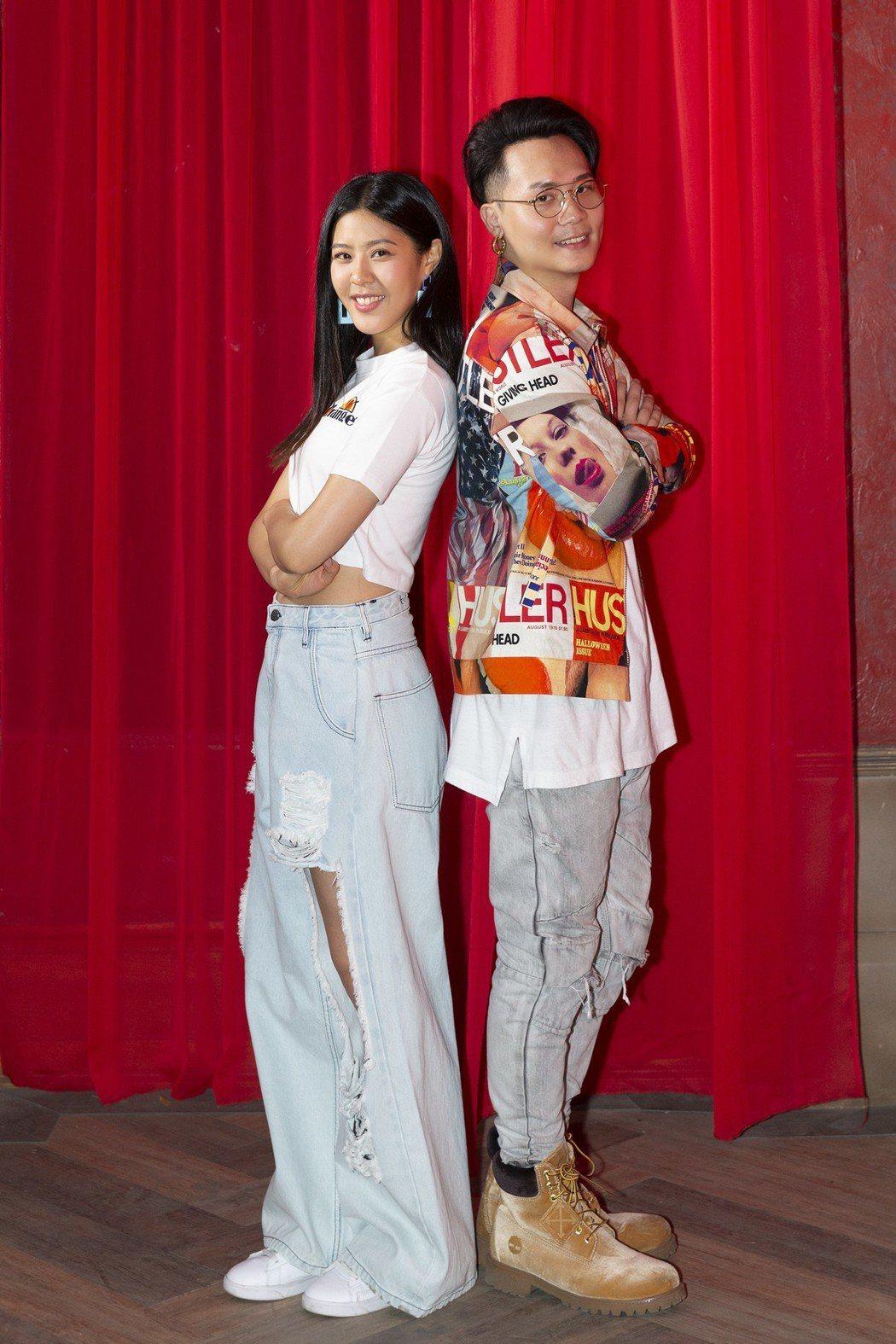 蕭秉治(右)與Erika劉艾立甜蜜合唱「天使見證的愛情」。圖/相信音樂提供