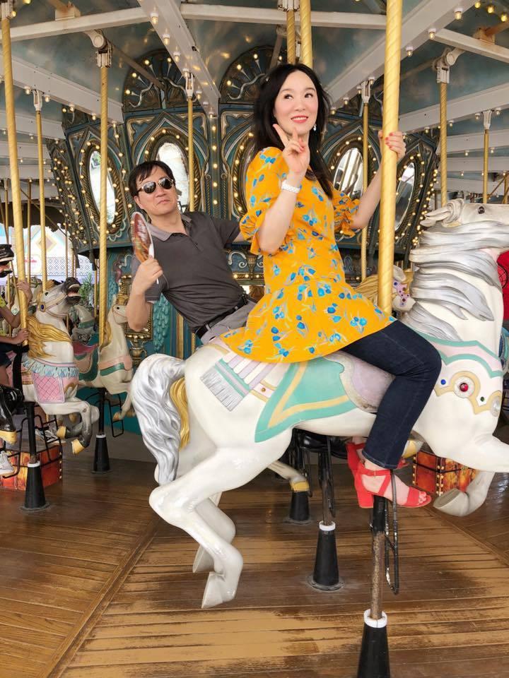 徐薇(右)和老公如膠似漆29年,兩人每天都在曬甜蜜。圖/徐薇提供