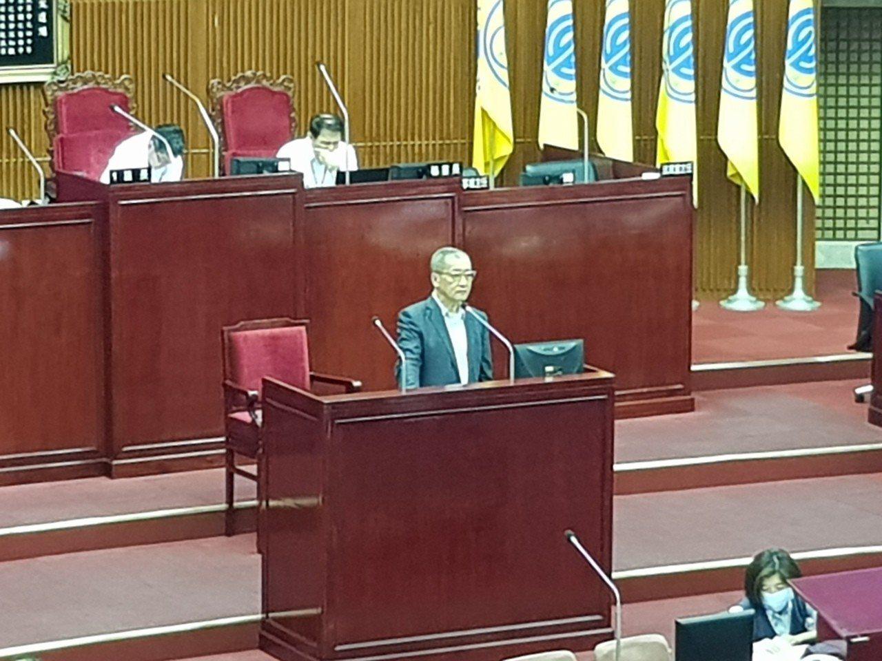 悠遊卡公司董事長林向愷今天於議會答詢,點頭表示公司發展電子支付,未來可能會朝「悠...