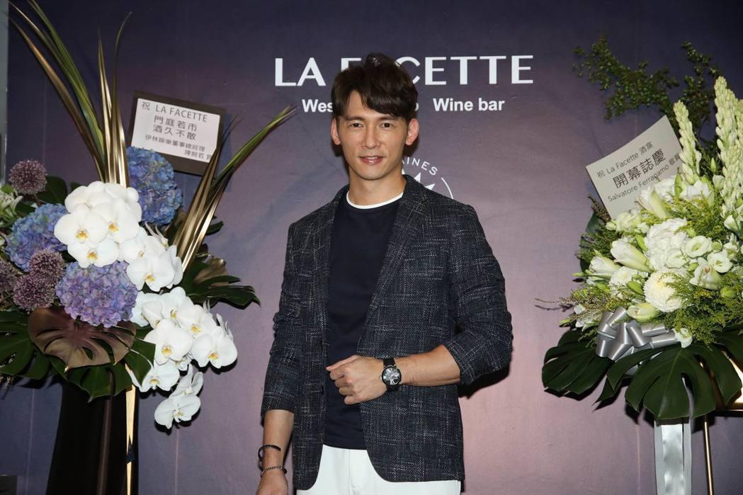 溫昇豪出席投資的餐酒館開幕活動。圖/La Facette 酒窩提供