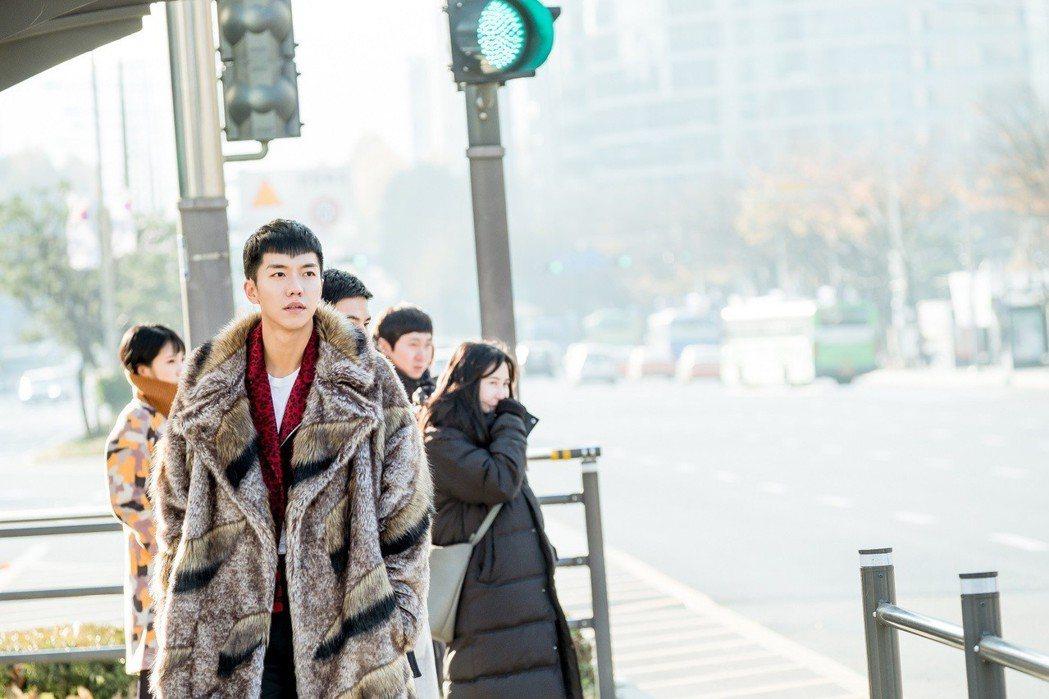 李昇基登上韓網站搜尋排行榜冠軍。圖/衛視中文台提供