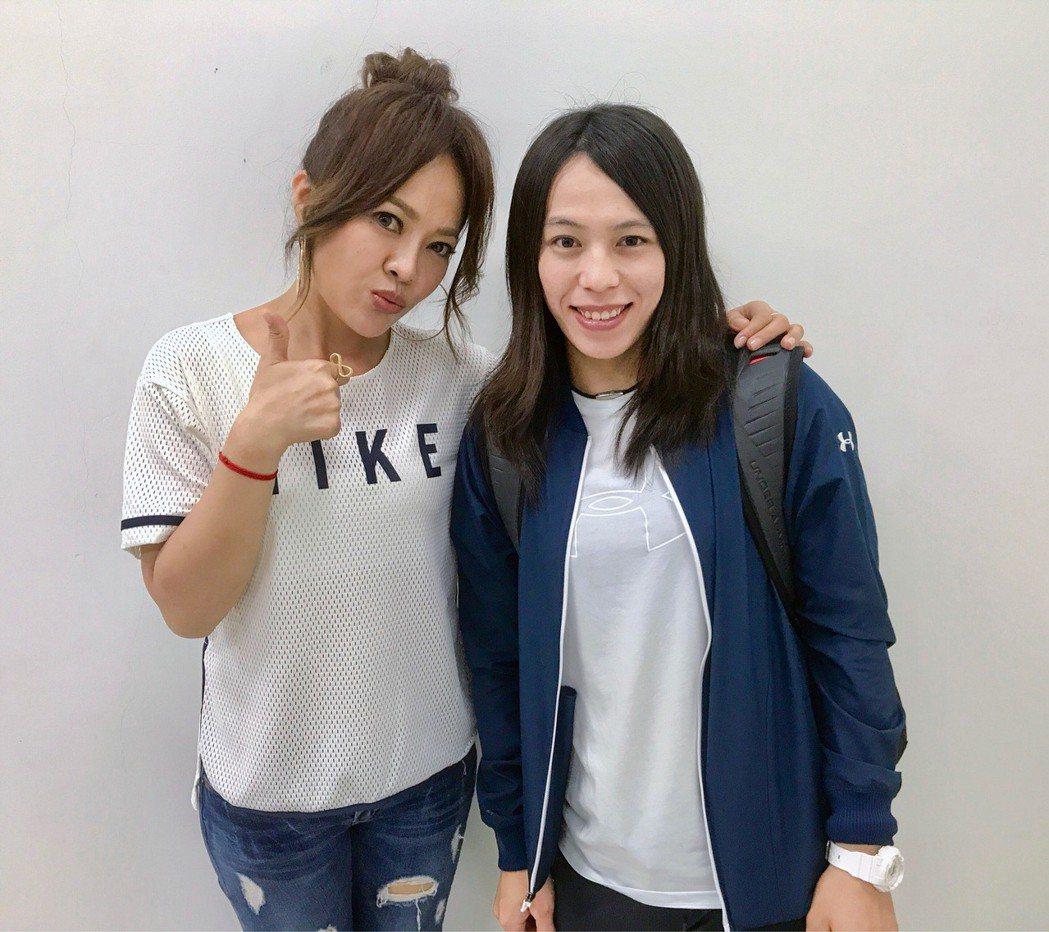 郭婞淳(右)力挺戴愛玲音樂會。圖/索尼提供
