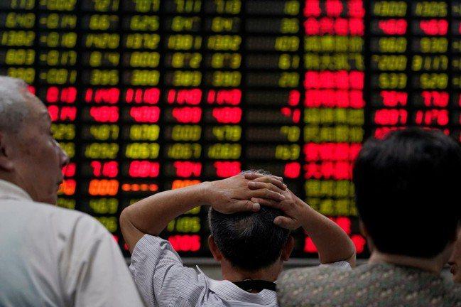 陸股今年以人民幣計算,已跌21%,進入「熊市」。 (圖/路透)