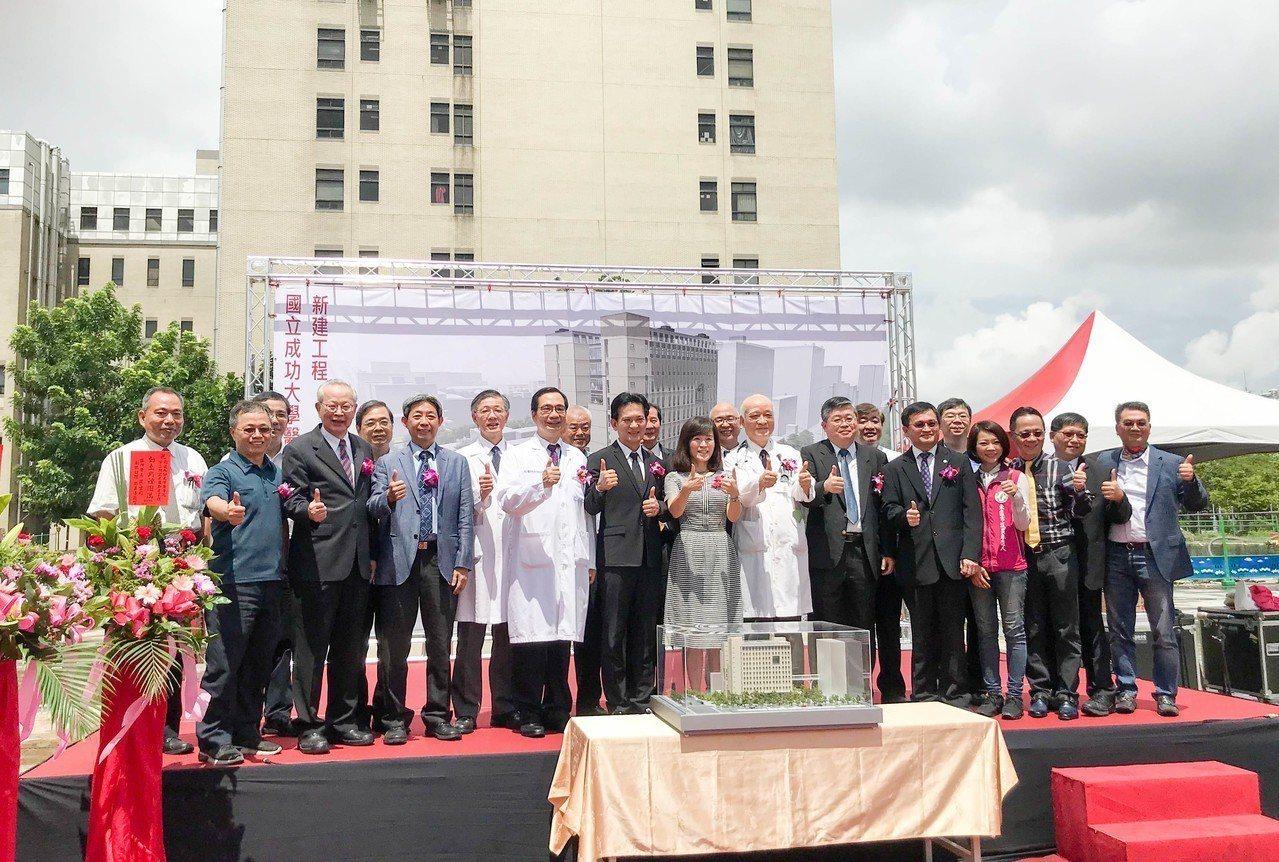 成大醫學院第二研究大樓昨動土,預計110年完工,未來將作為教學及研究高齡醫學的基...