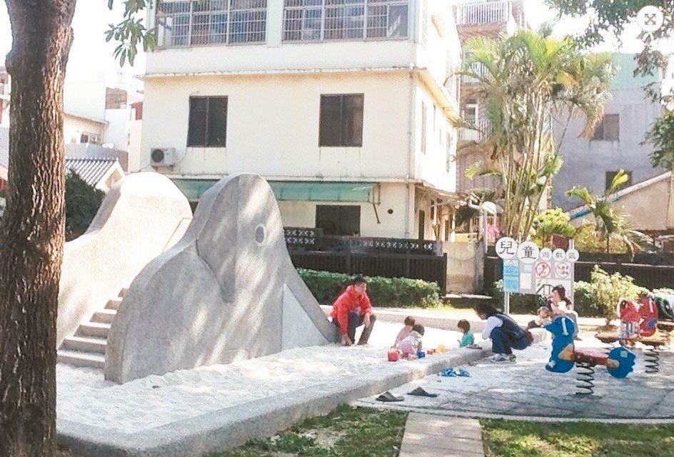 台中市公園打造大象溜滑梯,以磨石子材質製作,底部設沙坑緩衝,不再設罐頭遊具。 圖...