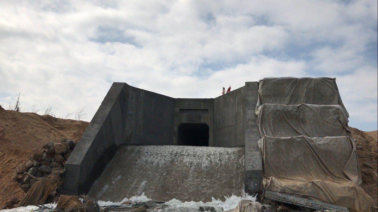 兩岸通水儀式進入倒數時刻,圖為大陸湖庫的出水口。 圖/金門縣政府提供