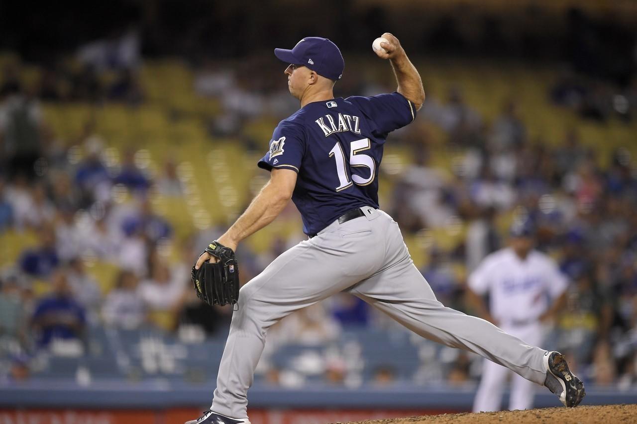 釀酒人本季至今有5次推派野手投球紀錄,捕手克拉茲就包辦了3次。 美聯社