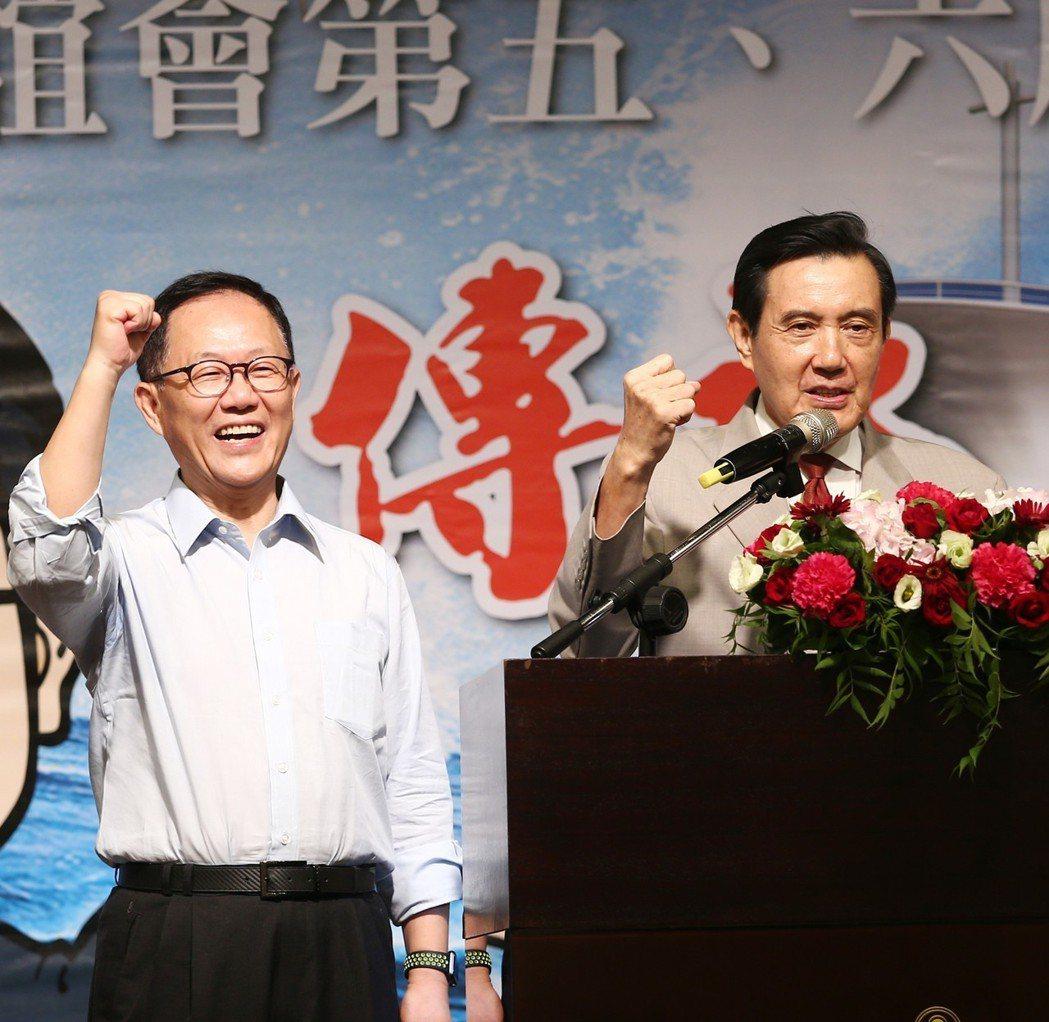 國民黨台北市長參選人丁守中(左)說,他要以更有效精準、省錢、更能和民眾接觸的方式...
