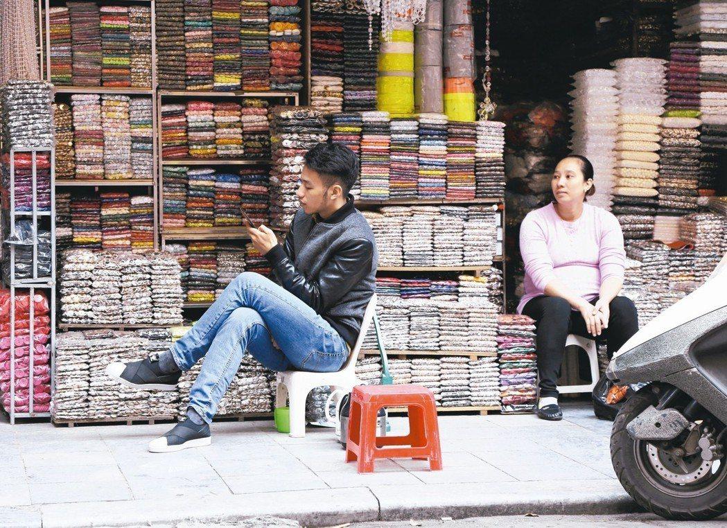 越南手機市場向來由三星電子等外國廠商獨霸,如今愈來愈多在地的企業開始加入生產智慧...