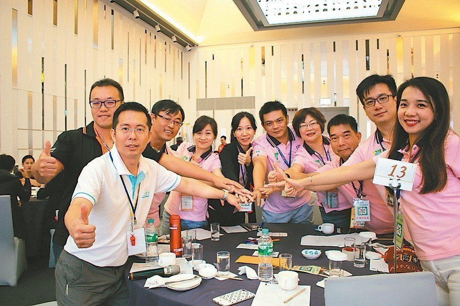「領導管理」分組競賽團隊第一名。 吳佳汾/攝影