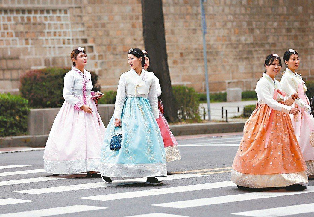 鄭智河(音譯)2017年6月在南韓成立旅遊新創公司Tripbtoz,當地旅客可透...