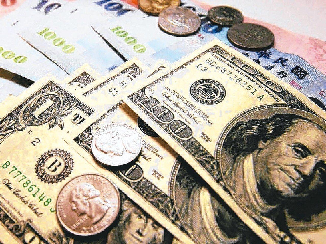 銀行趁基金贖回潮搶錢,競相推出高利外幣定存。 (本報系資料庫)