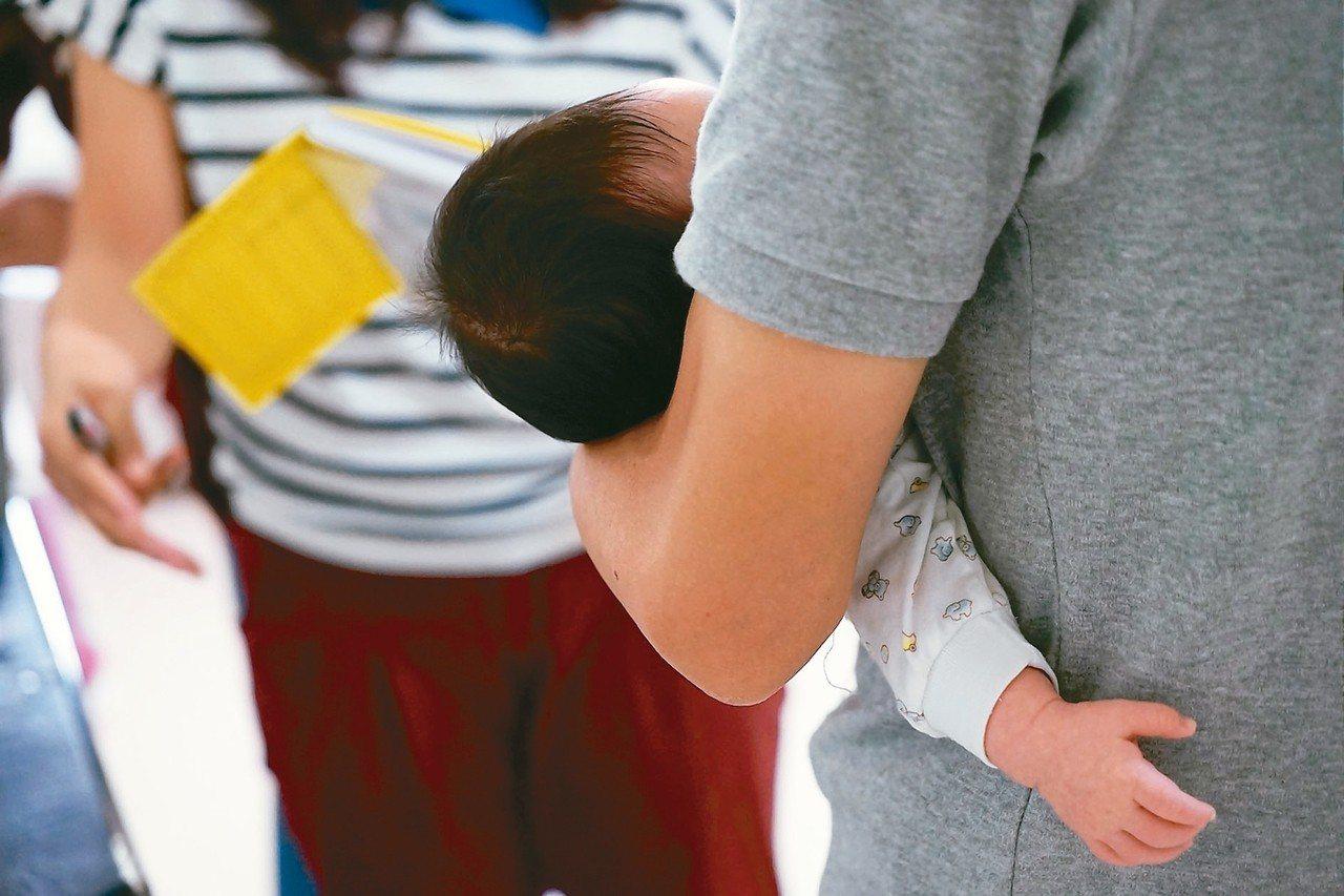 國人晚婚又晚生,讓育嬰留職停薪津貼申請年齡逐年往上加。 圖/聯合報系資料照片