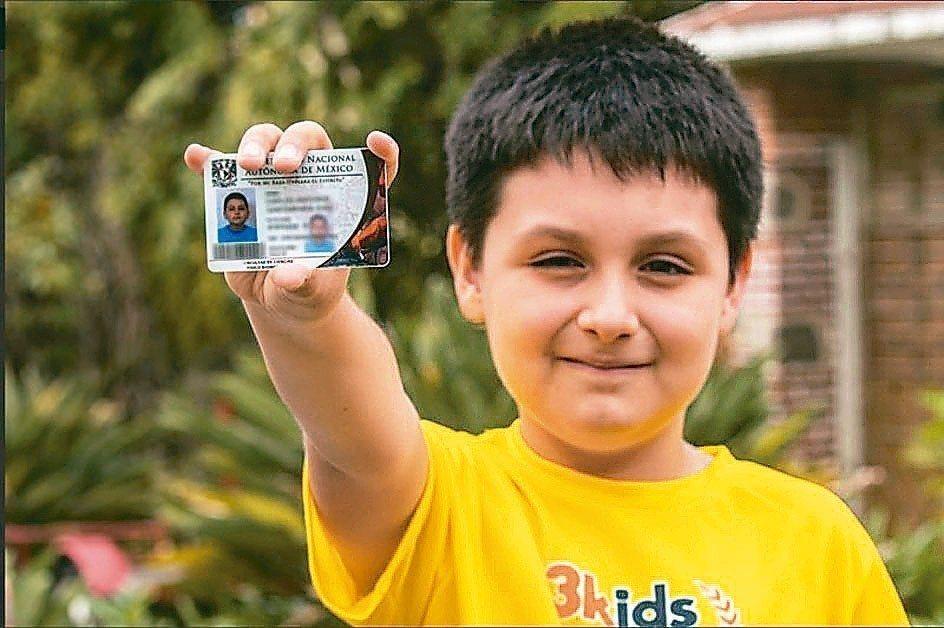 墨西哥12歲男孩卡洛斯即將進入墨西哥國立自治大學就讀。 (美聯社)
