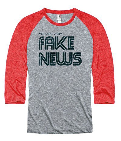 「你是假新聞」T恤。 圖/取自Newseum官網