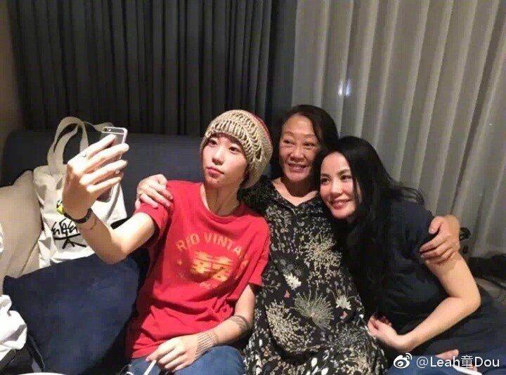 竇靖童與媽媽王菲感情非常好。圖/擷自微博。