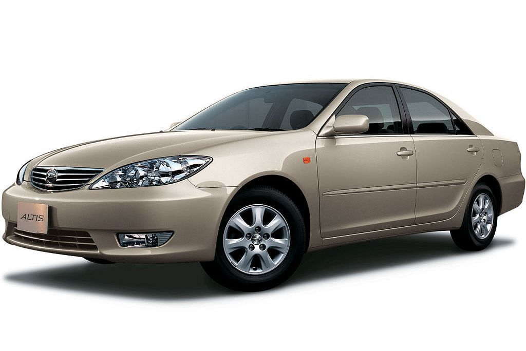 2000年時Daihatsu就以當時第四代Camry為基礎,更換廠徽與Altis...