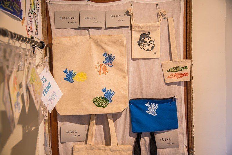 仙人掌、天人菊、小管……等可愛圖案都是澎湖生態代表性象徵。 攝影/行遍天下