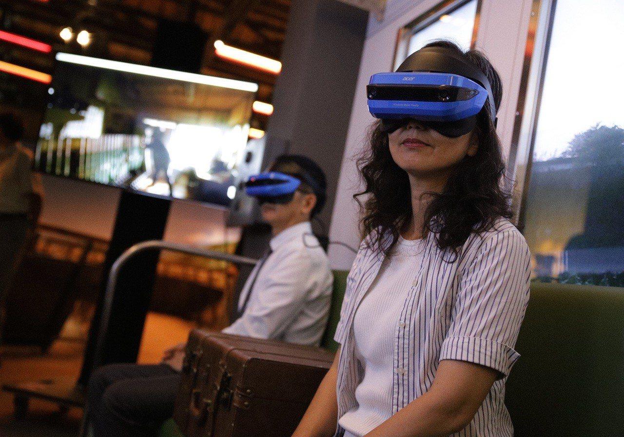 展場安排VR體驗,讓民眾化身哈瑪星人體驗百年的日常生活。記者徐如宜/攝影