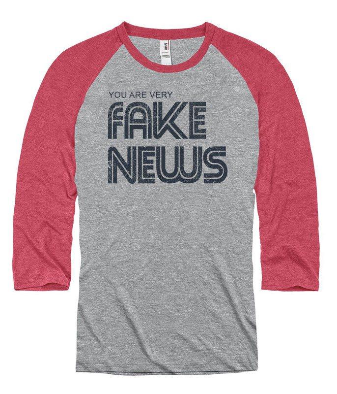 新聞博物館(Newseum)禮品店於週五開始販售一款印著「你是假新聞」(You ...