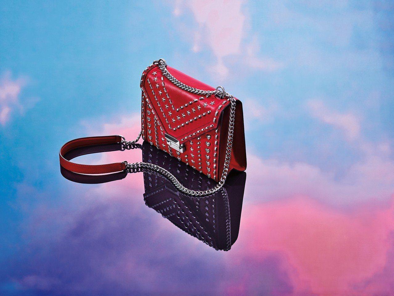 MK七夕限量款Whitney鉚釘鍊帶包,售價22,000元。圖/MICHAEL ...