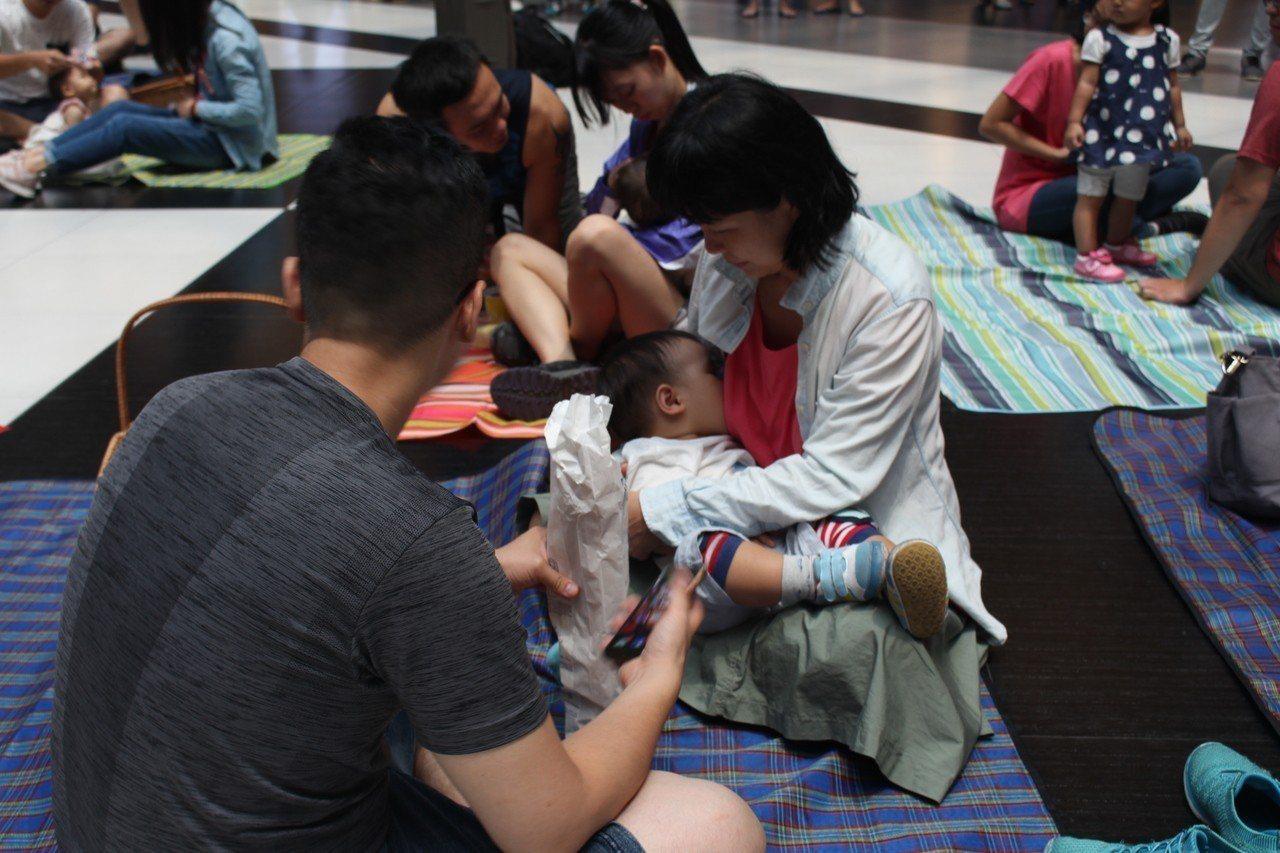 國健署105年調查顯示,台灣6個月以下寶寶純母乳哺育率44.8%,高於全球平均值...