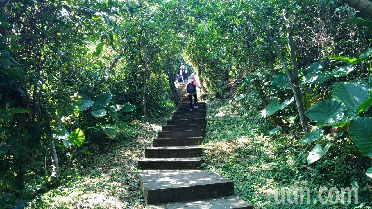 龜山島401高地為連續階梯。記者楊德宜/攝影