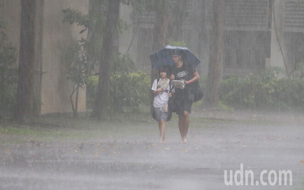 中央氣象局發布大雨特報。圖/聯合報系資料照