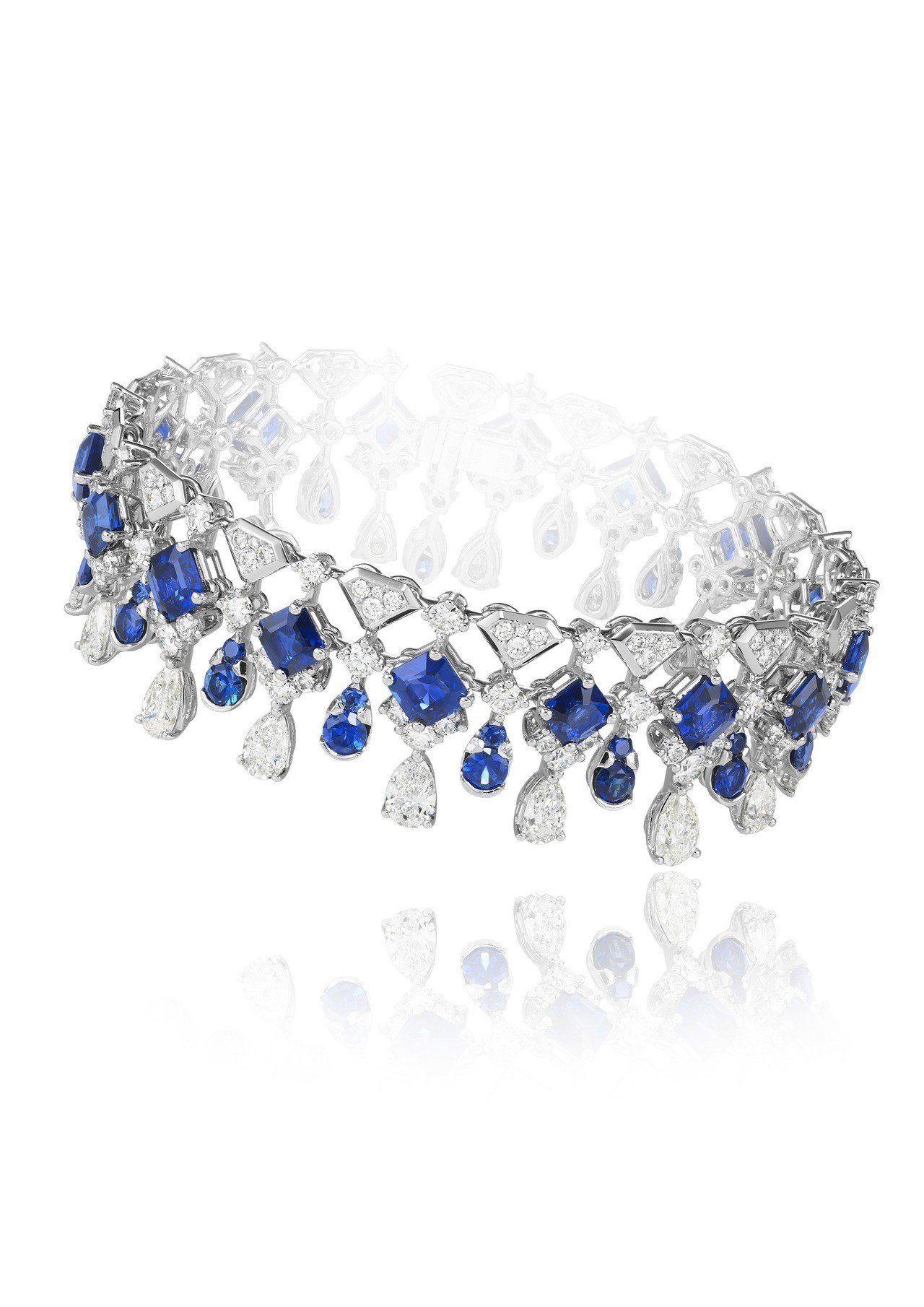 蕭邦頂級珠寶系列18K白金手環鑲嵌總重17.62克拉藍寶石與12.6克拉鑽石,9...