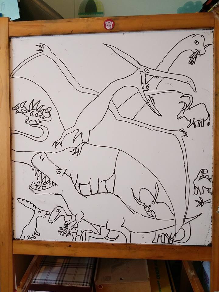 綺綺生前喜歡恐龍,畫得很好。圖/取自施景中臉書