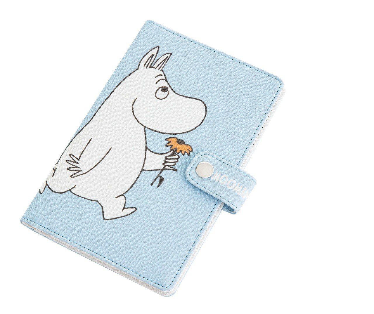 康是美MOOMIN保護你的護照夾,8月15日至8月28日加購價199元。圖/康是...