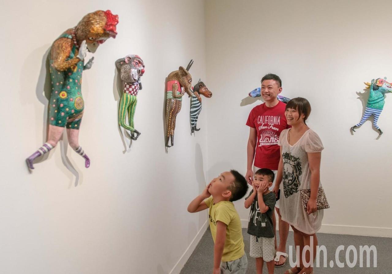 藝術家許自貴的作品充滿想像和創意。記者徐如宜/攝影