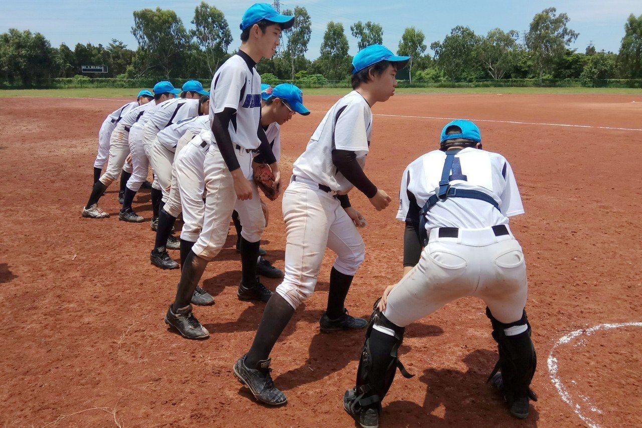 新加坡隊單日拿下兩勝。圖/學生棒球聯盟提供