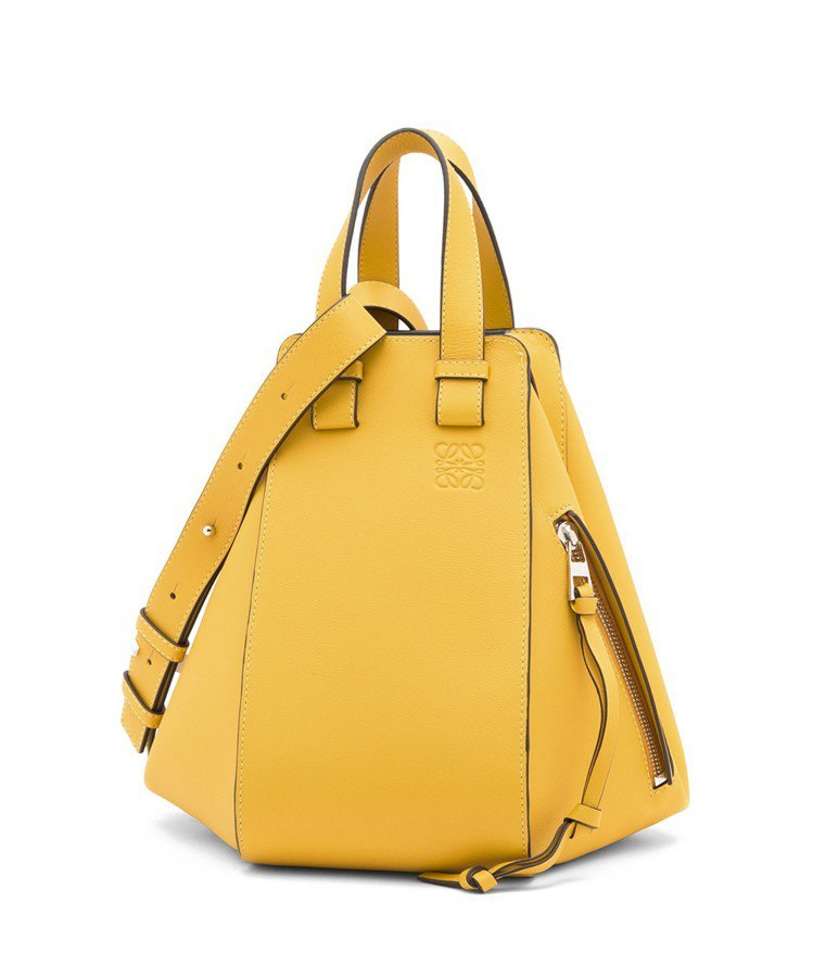 Hammock鮮黃色小牛皮手提肩背包(小),售價74,000元 。圖/LOEWE...