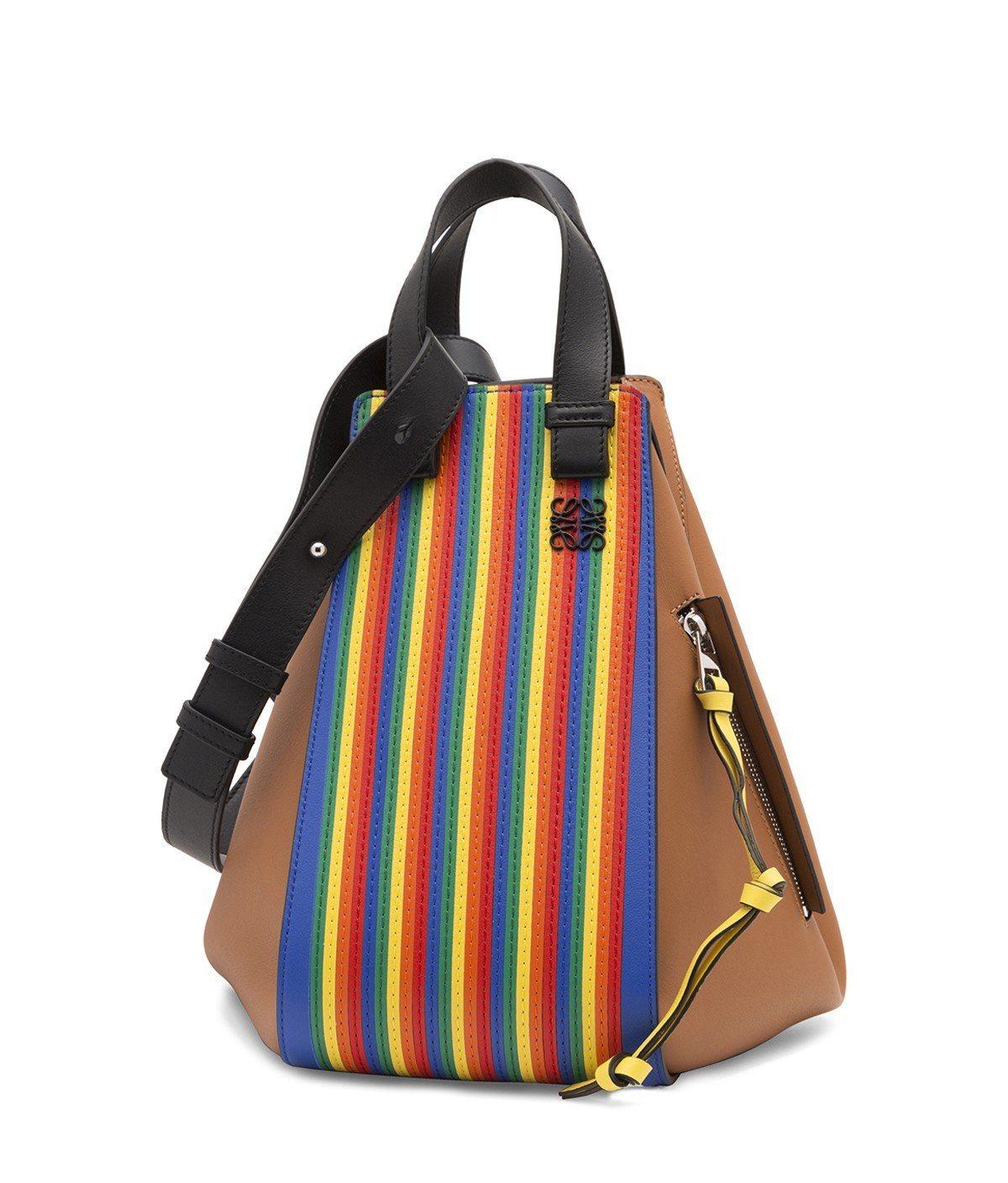Hammock彩虹條紋小牛皮手提肩背包(中),售價10萬9,000元。圖/LOE...