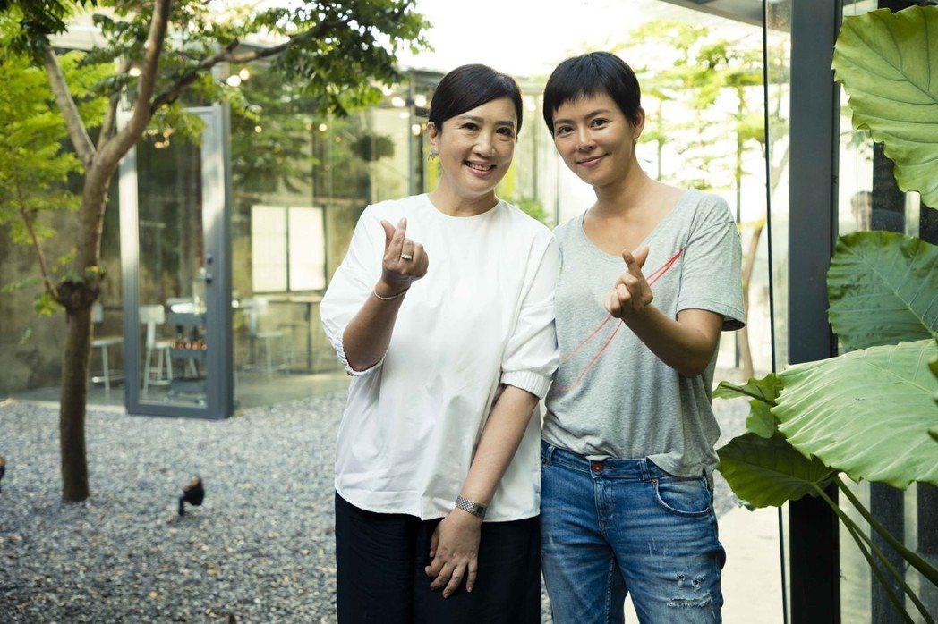 劉香慈(右)接到方念華訪問邀約時又驚又喜。圖/TVBS提供