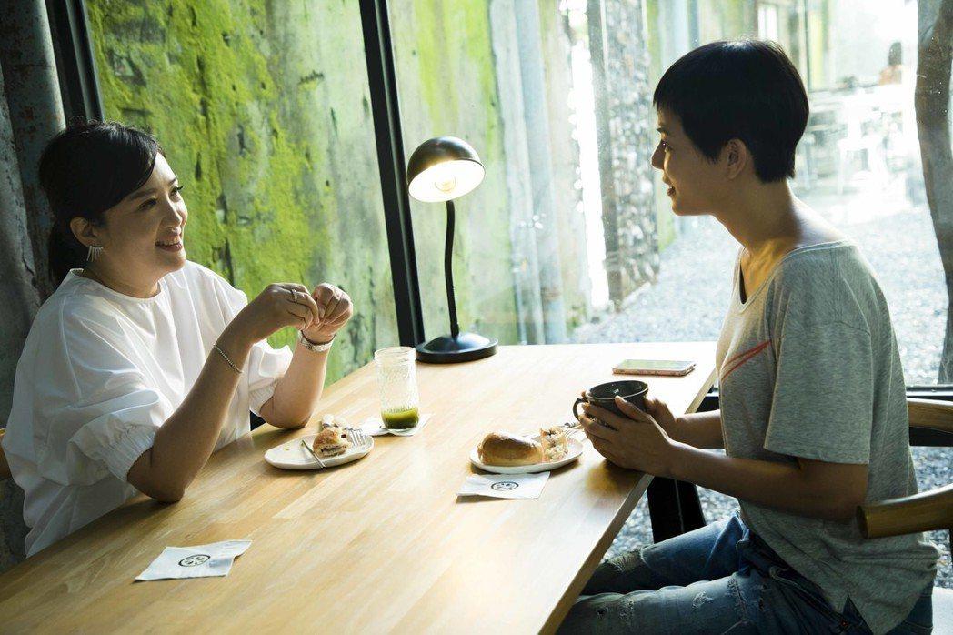 劉香慈、方念華享用下午茶。圖/TVBS提供