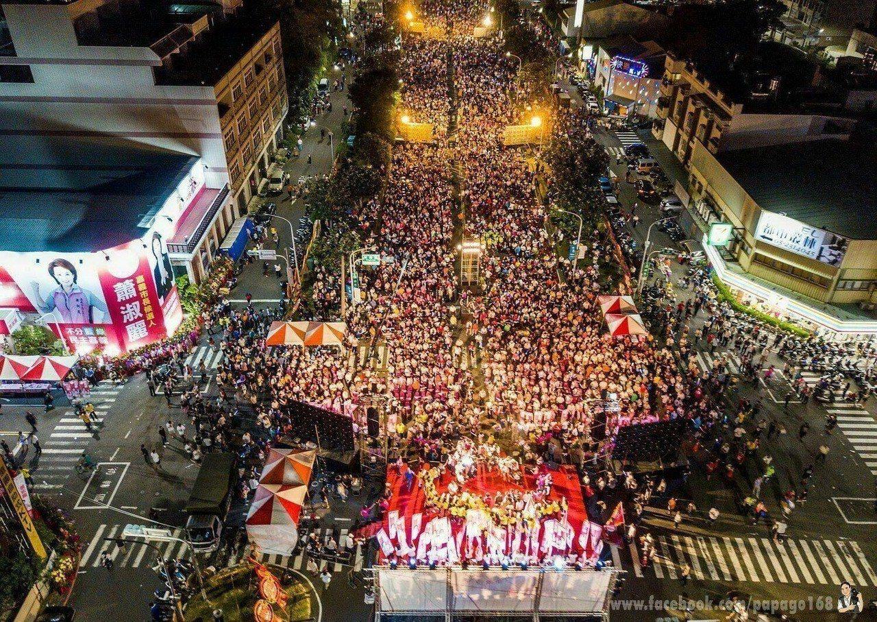 無黨籍嘉義市長參選人蕭淑麗昨晚成立競選總部,超過萬人力挺。圖/蕭淑麗團隊提供