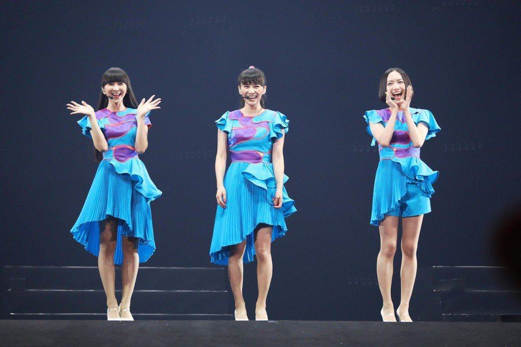 日本天團Perfume在「犀利趴9」大秀中文。圖/相信提供