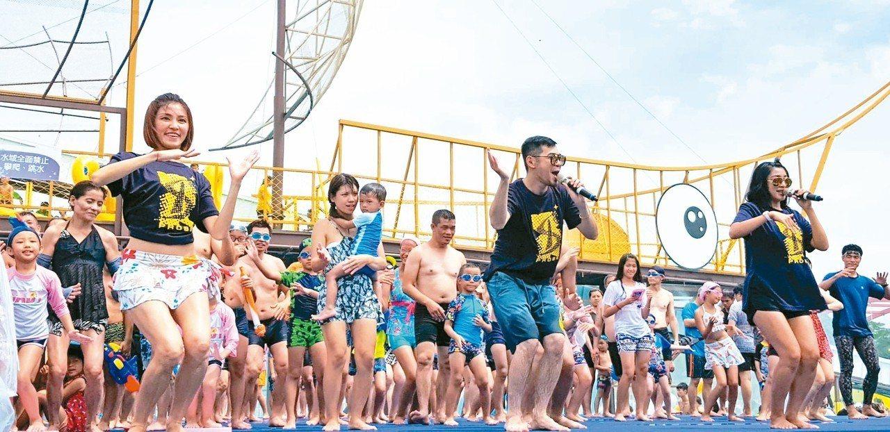 宜蘭童玩節昨天加碼在水舞台再加開演唱會。 圖/宜蘭縣文化局提供