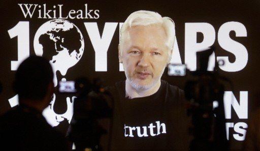維基解密創辦人亞桑傑表示,希拉蕊.柯林頓想用無人機暗殺他。 (美聯社)