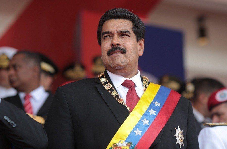 委國總統馬杜洛於5日的演講途中,再遇爆炸攻擊,官方質疑幕後指使者是右翼份子。(p...