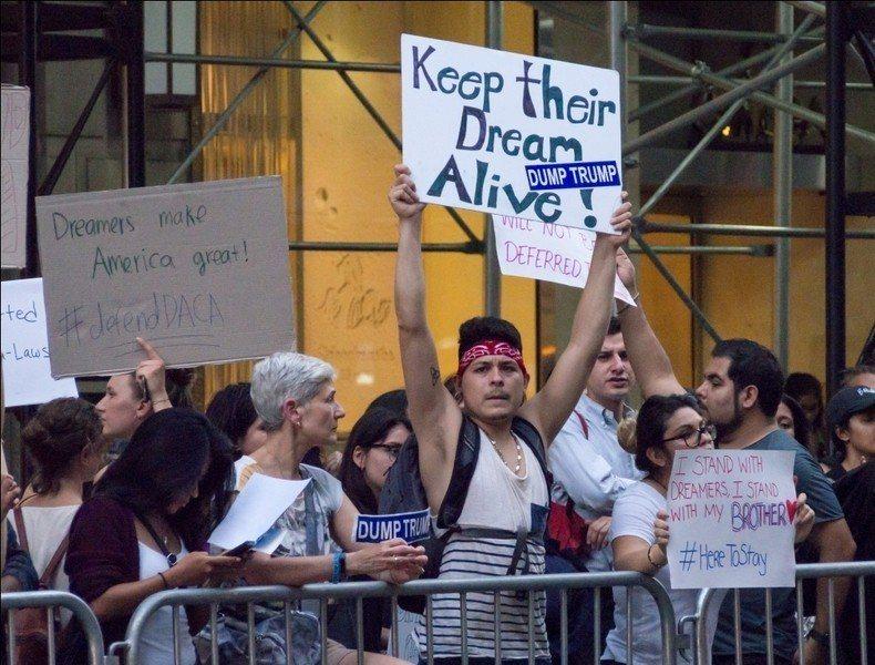 美國聯邦法官貝茲3日表示,因為美國政府撤銷追夢人計劃的理由不夠充足,因此下令不得...
