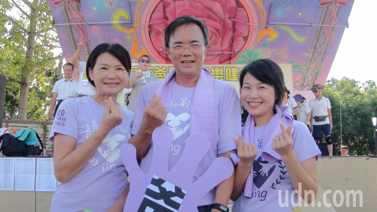 法務部政務次長蔡碧仲、黃淑英夫婦也偕家人參加路跑,一家人都熱愛運動,有共同興趣,...